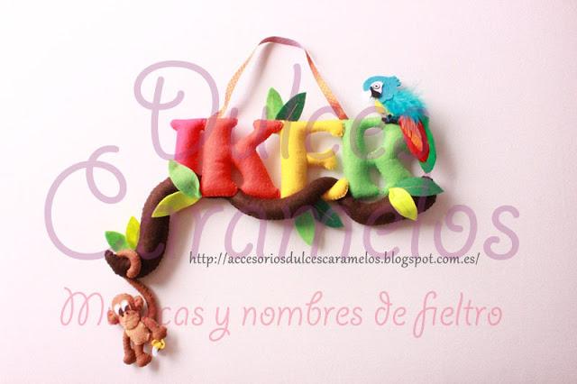 Nombre de fieltro para Iker, selva con mono y loro