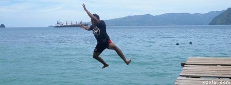 Ajis sedang melompat ke laut