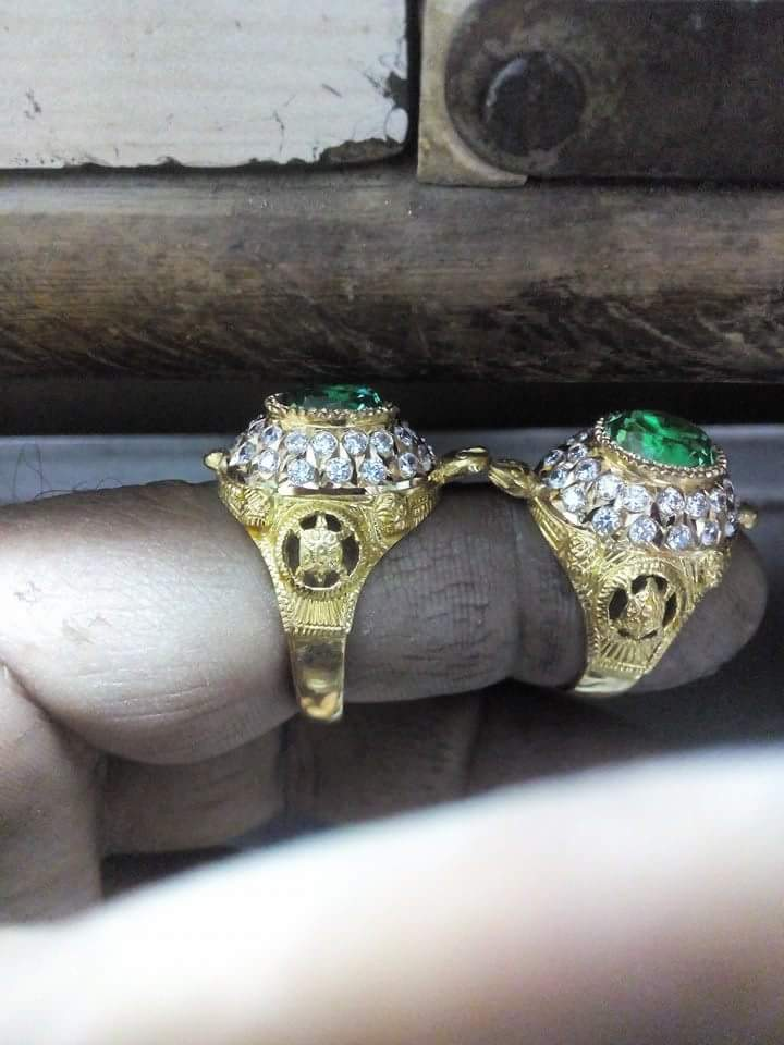 916 jewellery Rings Thabelu model gold ring in emerald and cz