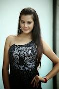 Diksha Panth Glamorous photos-thumbnail-18