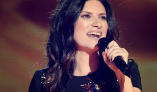 Laura Pausini canta Entre tu y mil mares-Final La Voz 2015