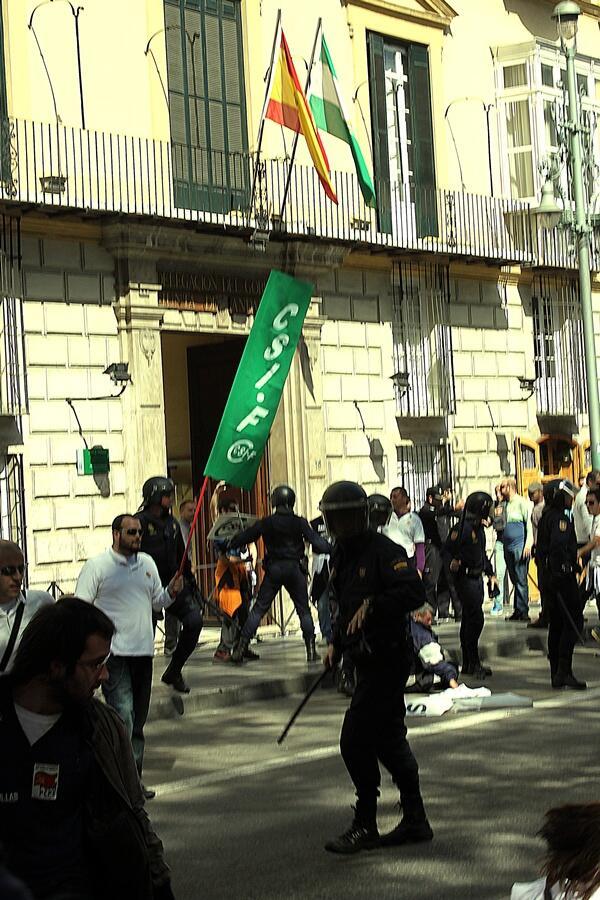 [Málaga] La lucha contra el ERE y los 380 despidos de los trabajadores de Isofotón ... BE13qaNCEAEqzqz.jpg+large