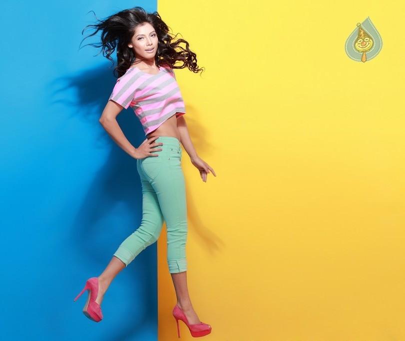 Ashleysha Yesugade Hot Sexy Navel Images