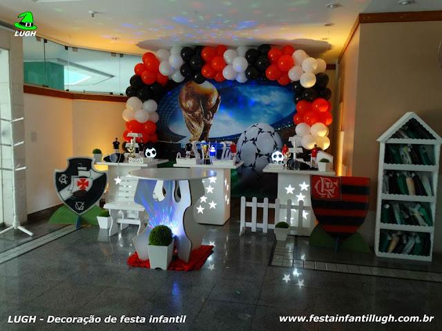 Tema Futebol para festa de aniversário infantil de meninos em mesa provençal realizado na Barra da Tijuca RJ