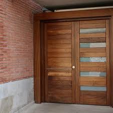 Fotos de puertas puertas madera exterior imagenes for Puertas en madera para exteriores