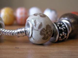 decoupage - pandorka drewniana (brązowe kwiatuszki)
