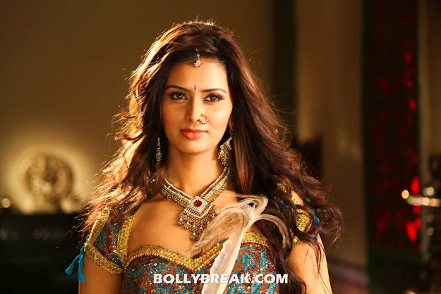 Meenakshi Dixit Hot Navel show - Meenakshi Dixit Hot Navel Photos 2012