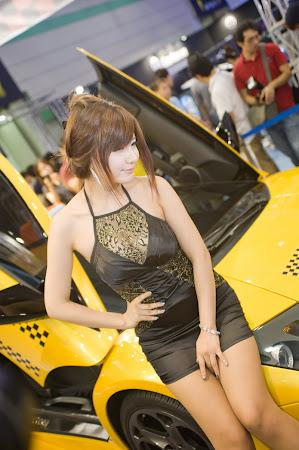 Ryu Ji Hye, Seoul Auto Salon 2011 (08)