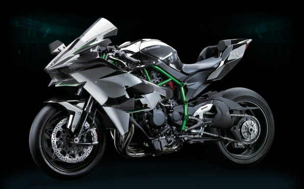Insane! Kawasaki Ninja H2R reaches 331 km / h in street circuit