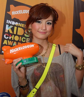 Agnes Monica dengan Big Inspiration dalam ajang  Nickelodeon Indonesia Kids' Choice Awards 2012