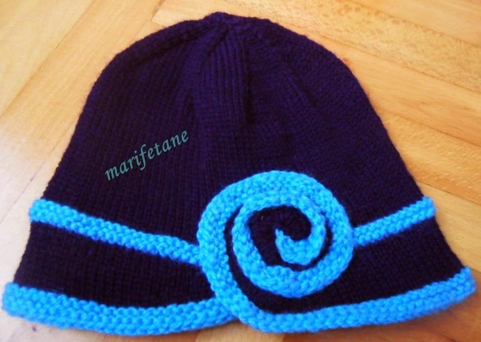 Güllü Mavi Şapka Modeli