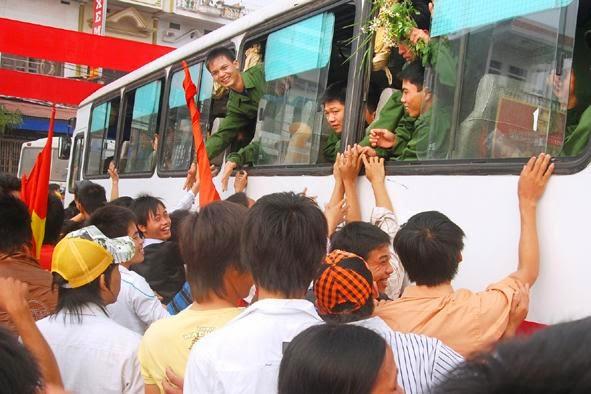Làm thế nào để thanh niên Việt Nam hào hứng thực hiện nghĩa vụ quân sự?