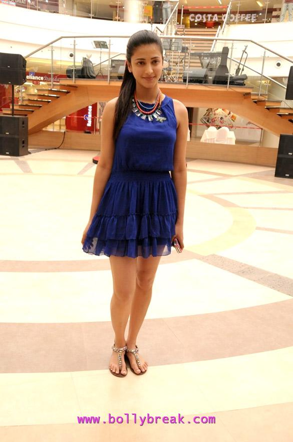 Shruti Hassan in blue sexy dress at Phoenix Marketcity  - Shruti Hassan in blue dress at Phoenix Marketcity