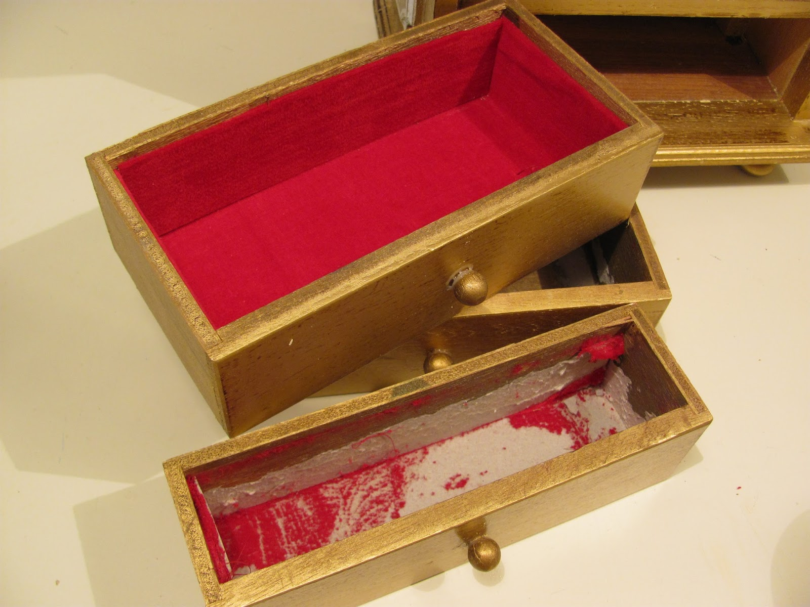My shabby chateau vintage jewelry box makeover for Old jewelry box makeover