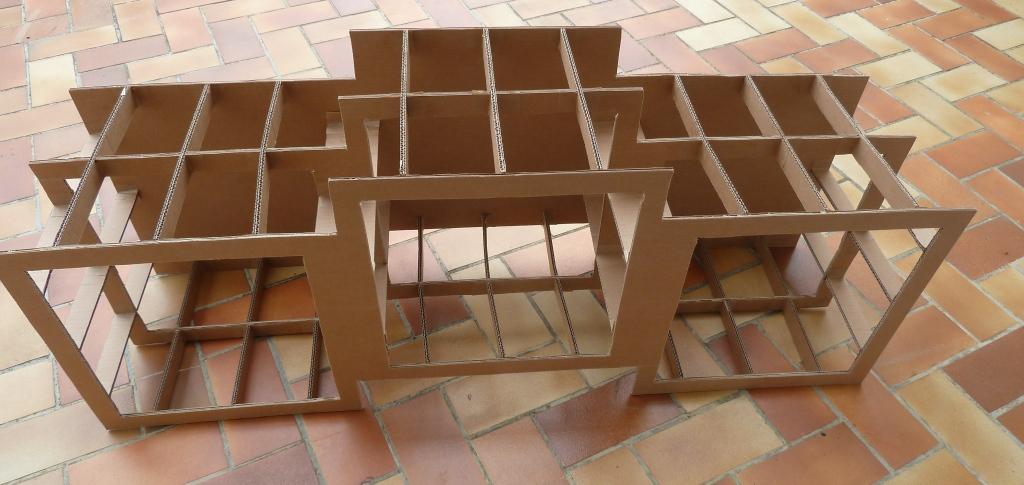 Voyages nature et bricolages meuble en carton for Bricolage meuble