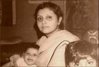 baby Rani Mukherjee & her sister with her mother