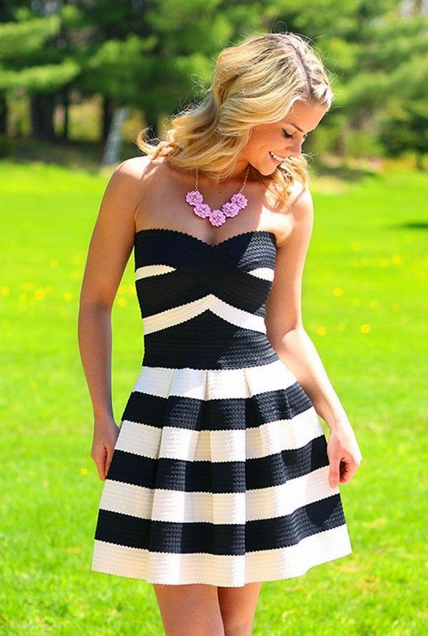Love the pink flower statement necklace against the black and white dress