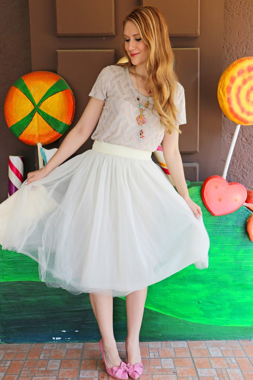 Love this white tull skirt outfit for the Holiday!