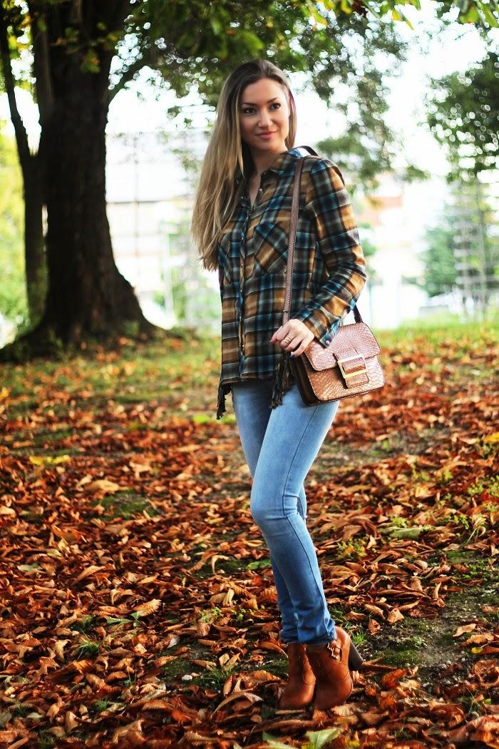 Novo Look do dia/Outfit com o padrão escocês Tartan e franjas: duas tendências deste Outono/Inverno. E a sofisticação do tom camel. Dicas de Moda e Imagem no Blog de Moda Style Statement. Moda, Fashion, Inspiração. Trends, Animal print, Píton. Autumnal colors. Pull&Bear, Mango, Blanco.