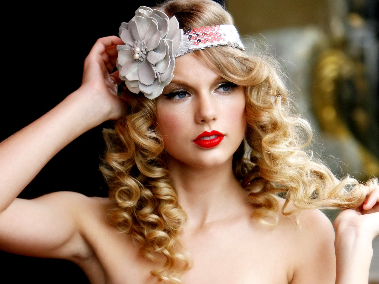 http://3.bp.blogspot.com/-UNhqhOLcYzU/T7GWhjYB9uI/AAAAAAAAAt8/Gl3MzJy58Ek/s1600/The-best-top-desktop-taylor-swift-wallpapers-taylor-swift-wallpaper-taylor-swift-background-hd-6.jpg