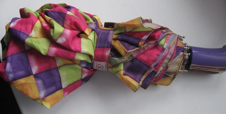 Я давно уже шью из сломанных зонтиков сумки-авоськи.