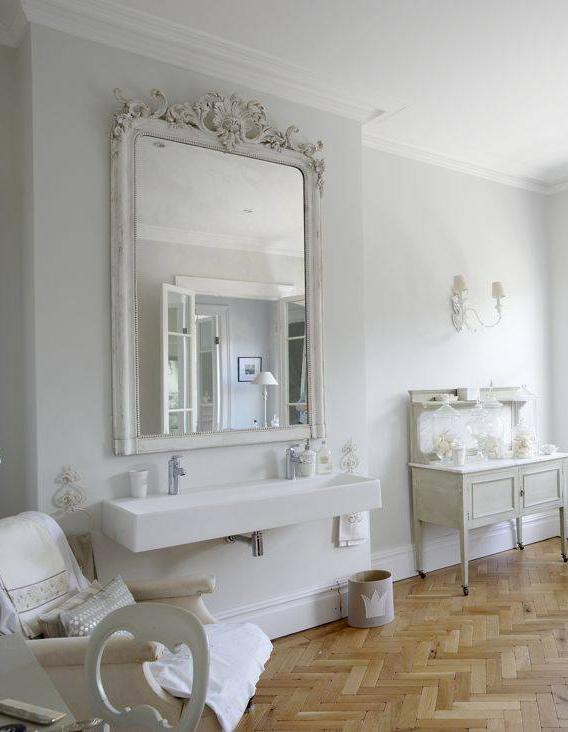 shabby chic inspiration det som saknas i tv ttstugan r en vacker spegel. Black Bedroom Furniture Sets. Home Design Ideas