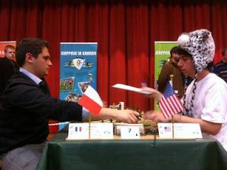 Le grand-maître français Matthieu Cornette face à Alexandro Ramirez (USA) à Cappelle en 2012 © Chess & Strategy