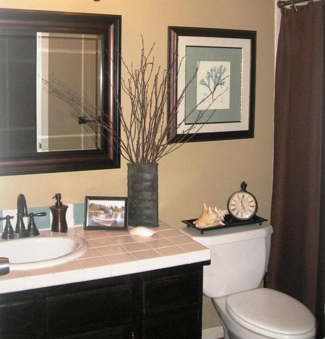 small guest bathroom decorating ideas folat. Black Bedroom Furniture Sets. Home Design Ideas