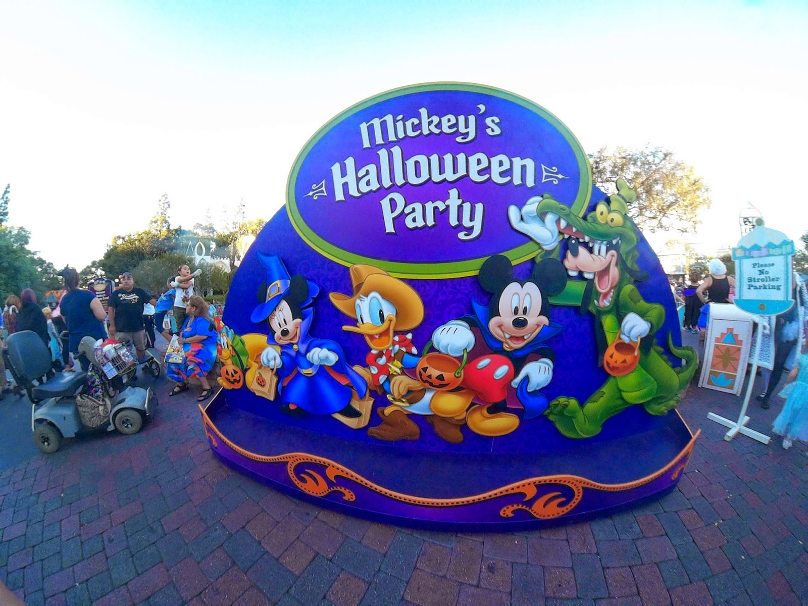 Disney Sisters: Mickeys Halloween Party Guide at Disneyland: What ...