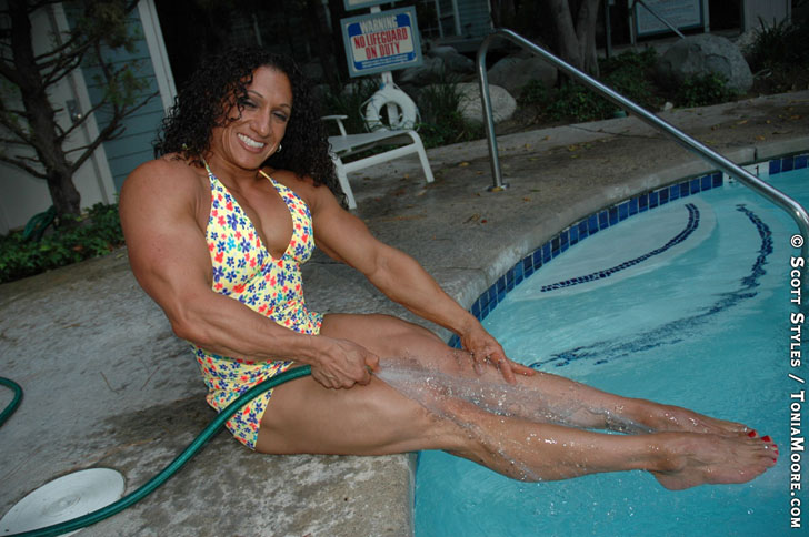 Tonia Moore Modeling Her Muscular Legs By The Pool