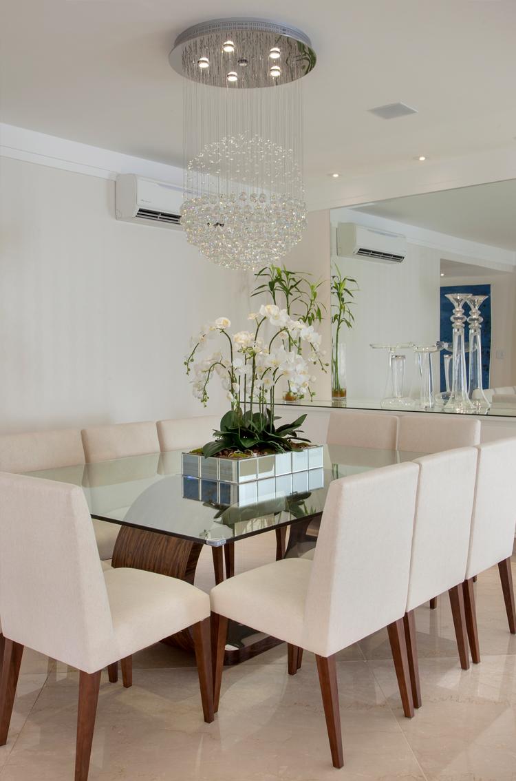 Casa com arquitetura e decora o contempor nea e cl ssica for Sala de estar neutra