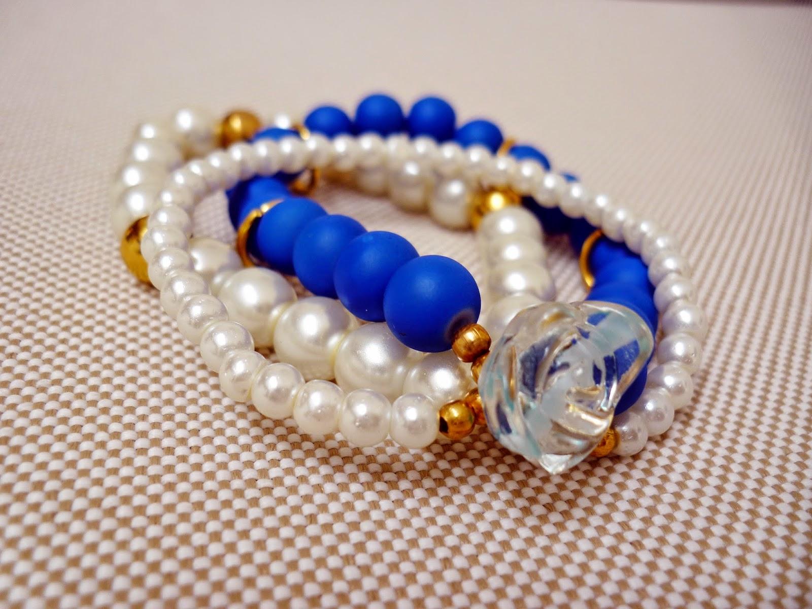 Pulsera triple de perlas y con rosa de cristal