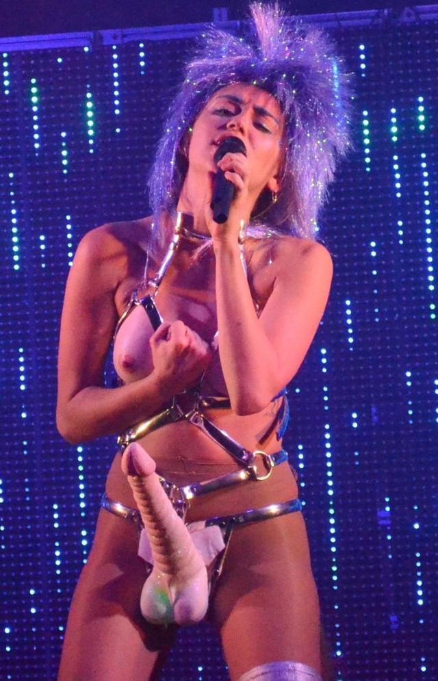 Miley Cyrus en escena porno