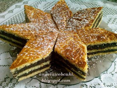 Mákos zserbó, porcukorral a tetején, karácsonyi sütemény recept.