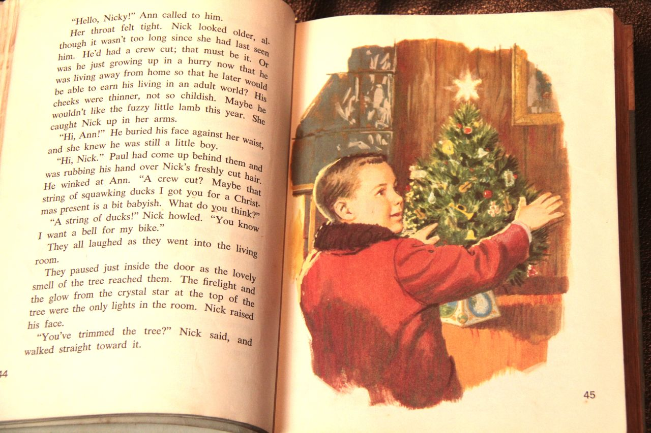Beloved Stories from Christmas Past   Candy Gourlay