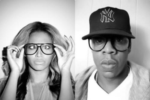 Nul doute, aujourdhui les lunettes sont devenues un accessoire tendance qui ajoute une touche de style non néligeable à chacune de vos tenues.