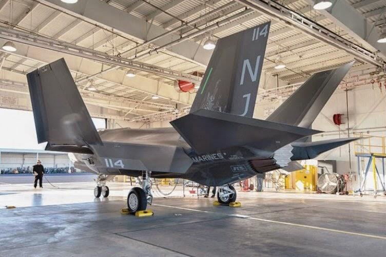 Marinir AS menerima satu dari 67 F-35C yang akan ditransfer ke Eglin Air Force Base, Florida untuk latihan pilot