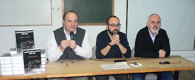 D'esquerra a dreta: Rafael Dalmau, Editor, i els autors del llibre, David Íñiguez i David Gesalí.
