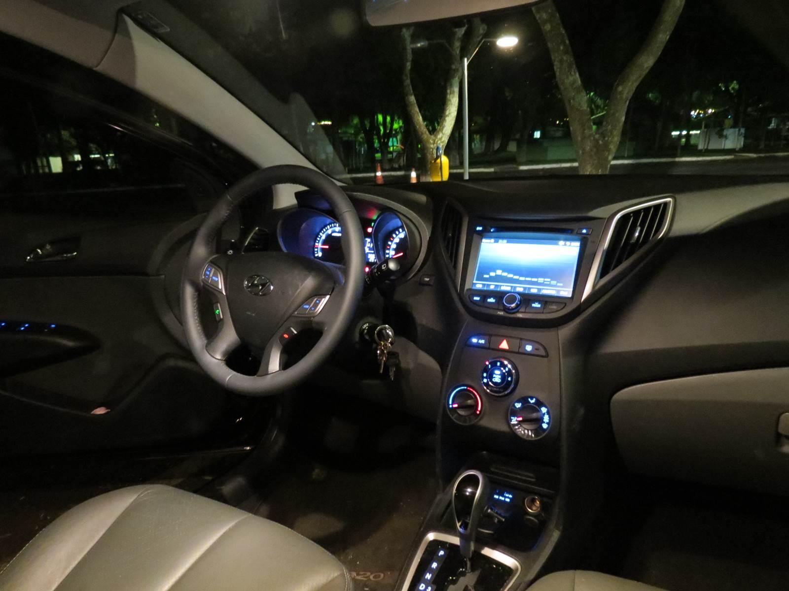 Hyundai HB20 1.6 Automático - interior - iluminação noturna