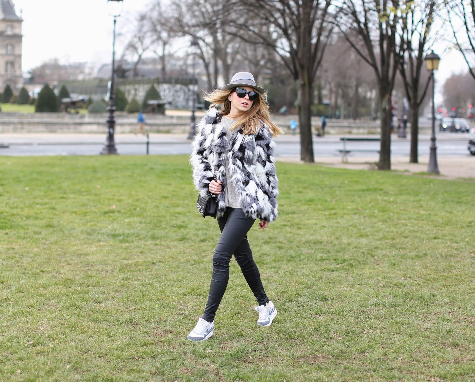 faux fur, vero moda, fashion pills, nike, zara, blk dnm, streetstyle, fashion blogger