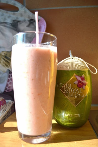 smoothie with lychees and strawberries