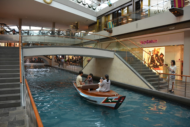 Marina Bay Sands Shops Singapore canal