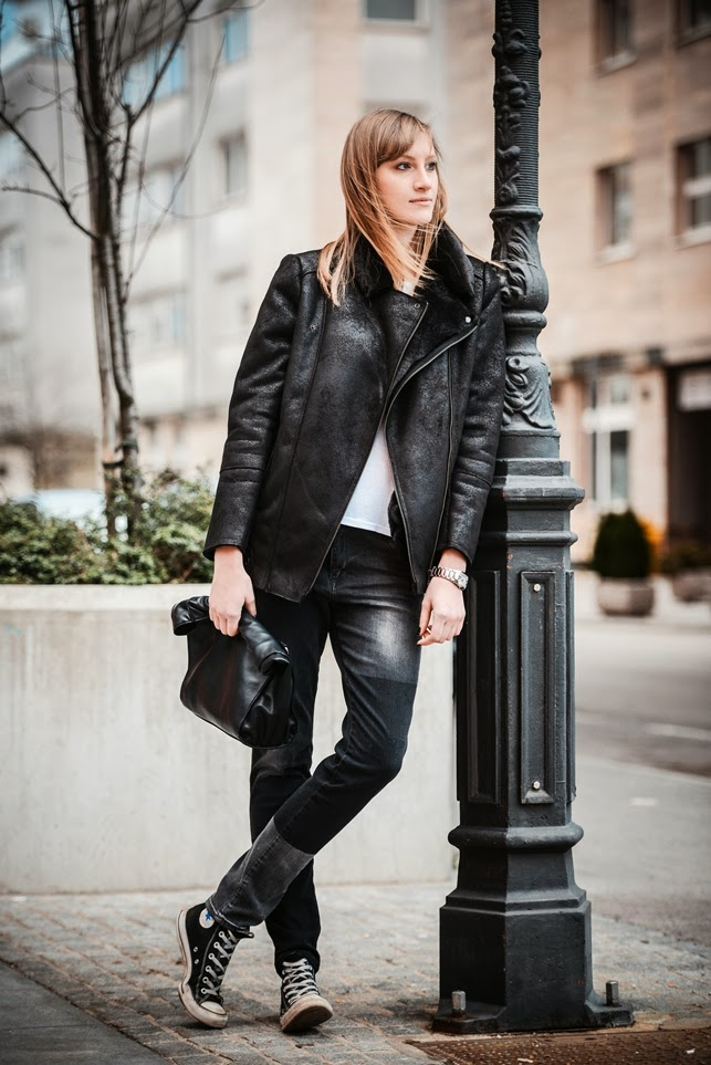 black shearling jacket promod, zara baggy jeans pants, all star chucks blogger, casual outfir, fashion blog blogger, style blogger, monochrome look