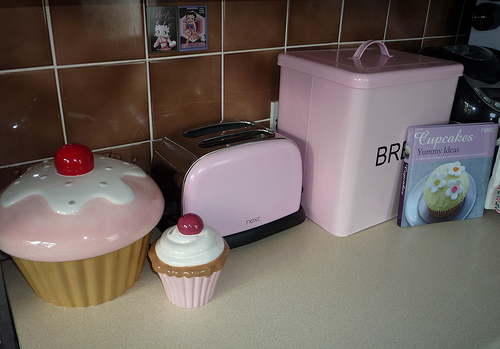 My organizing journey kitchen themed cupcake for Cupcake themed kitchen ideas