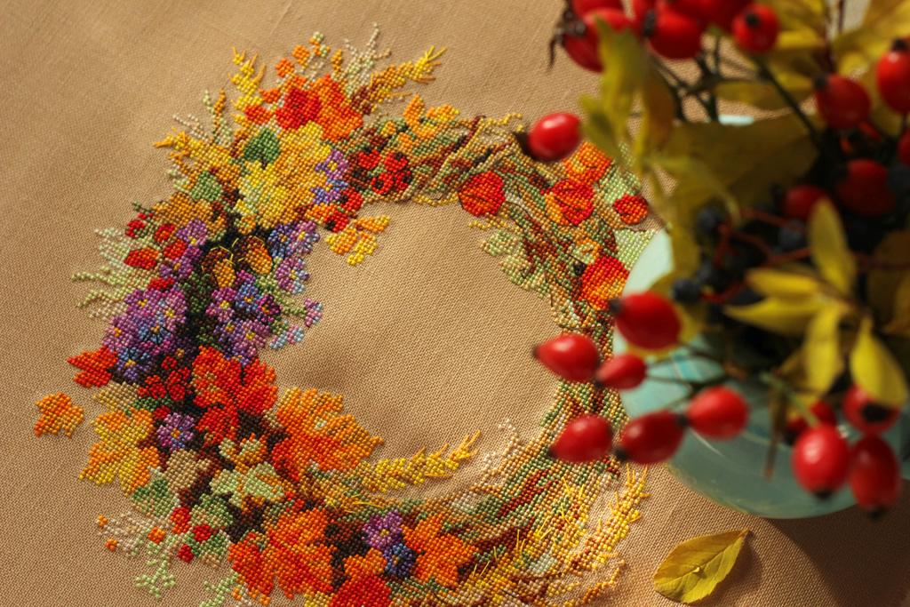 Вышивка венок с пшеницей риолис 44