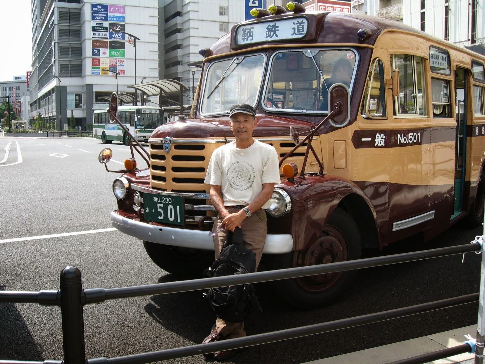 久保極と鞆の浦行きボンネットバス