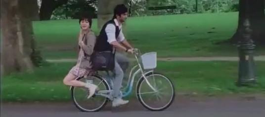 たまにはインド映画!: PK -- 自転車の面白 2 人乗り たまにはインド映画! 世界最大の映