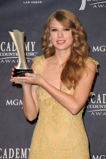 Taylor Swift Long Curly Hairstyle at 46th Annual Academy of Country Music Awards