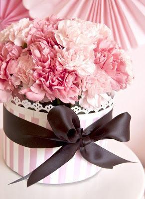 arranjo de mesa com flores