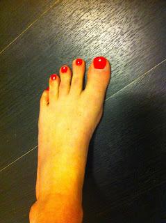 pédicure avec le vernis à ongles so laque de boujois